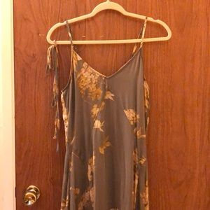 Lulus Feeling Freesia Grey Maxi Dress size Small